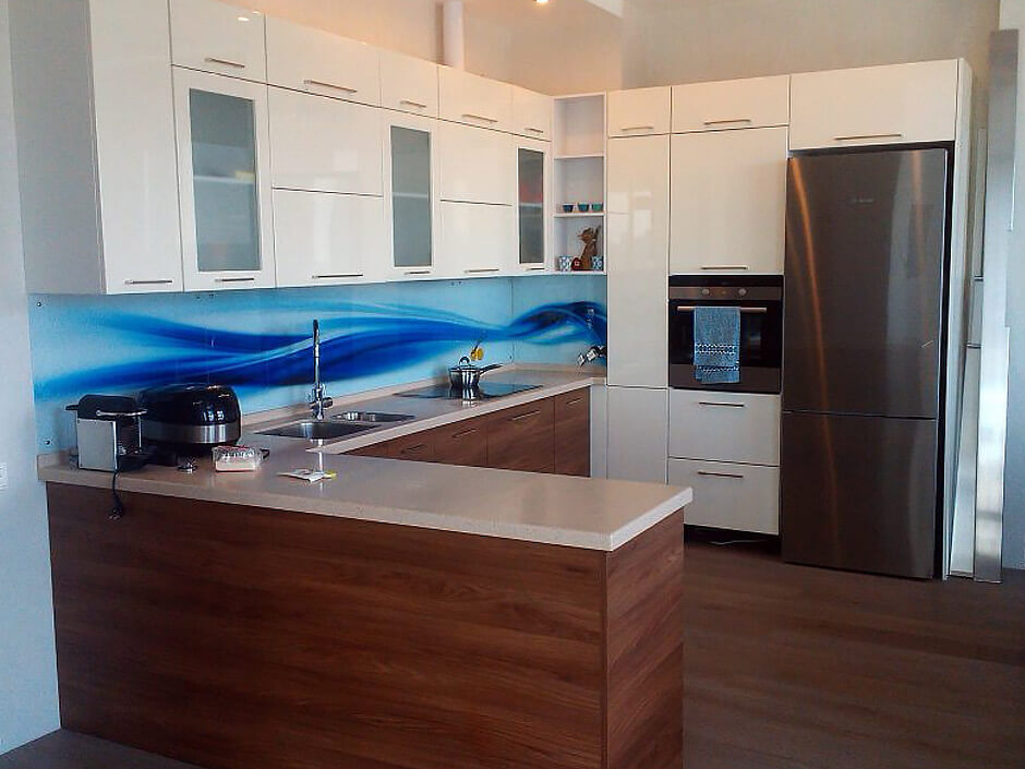 Кухня с ВХЦ фасадом белая