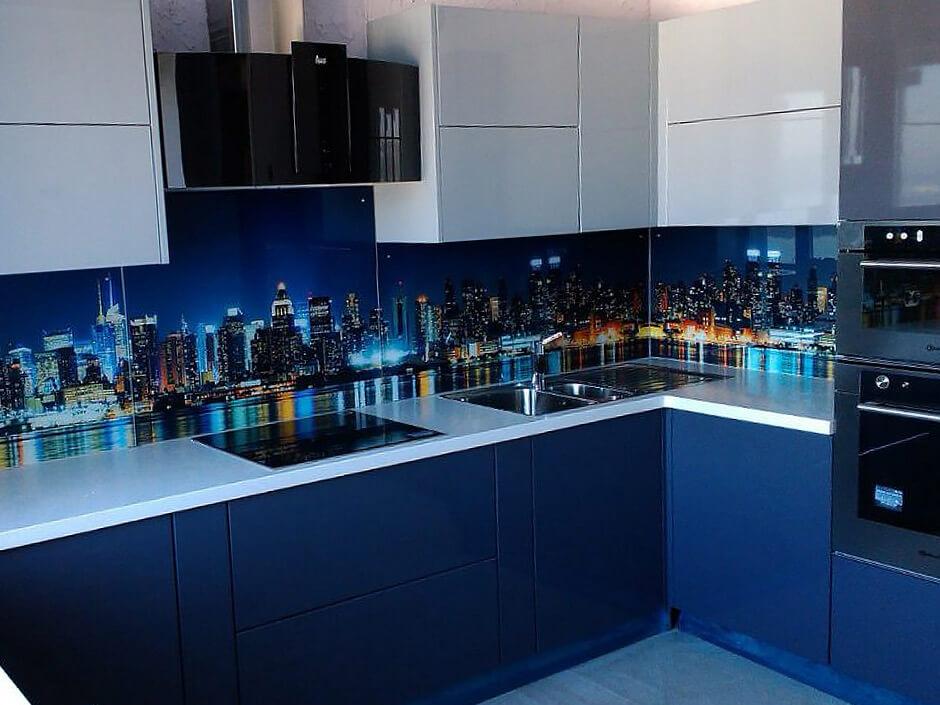 Кухня с ВХЦ фасадом синий